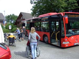 Die VAG fährt Senioren mit Sonderbussen zum Kaffeekränzle. Foto: Strickroth