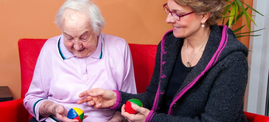Zeit haben füreinander und gemeinsam spielen ist eine wesentliche Aufgabe im Freundeskreis.Foto: mma23 - Fotolia