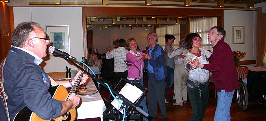 Tanz beim Kaffeekränzle in Schwärs Löwen 9-15